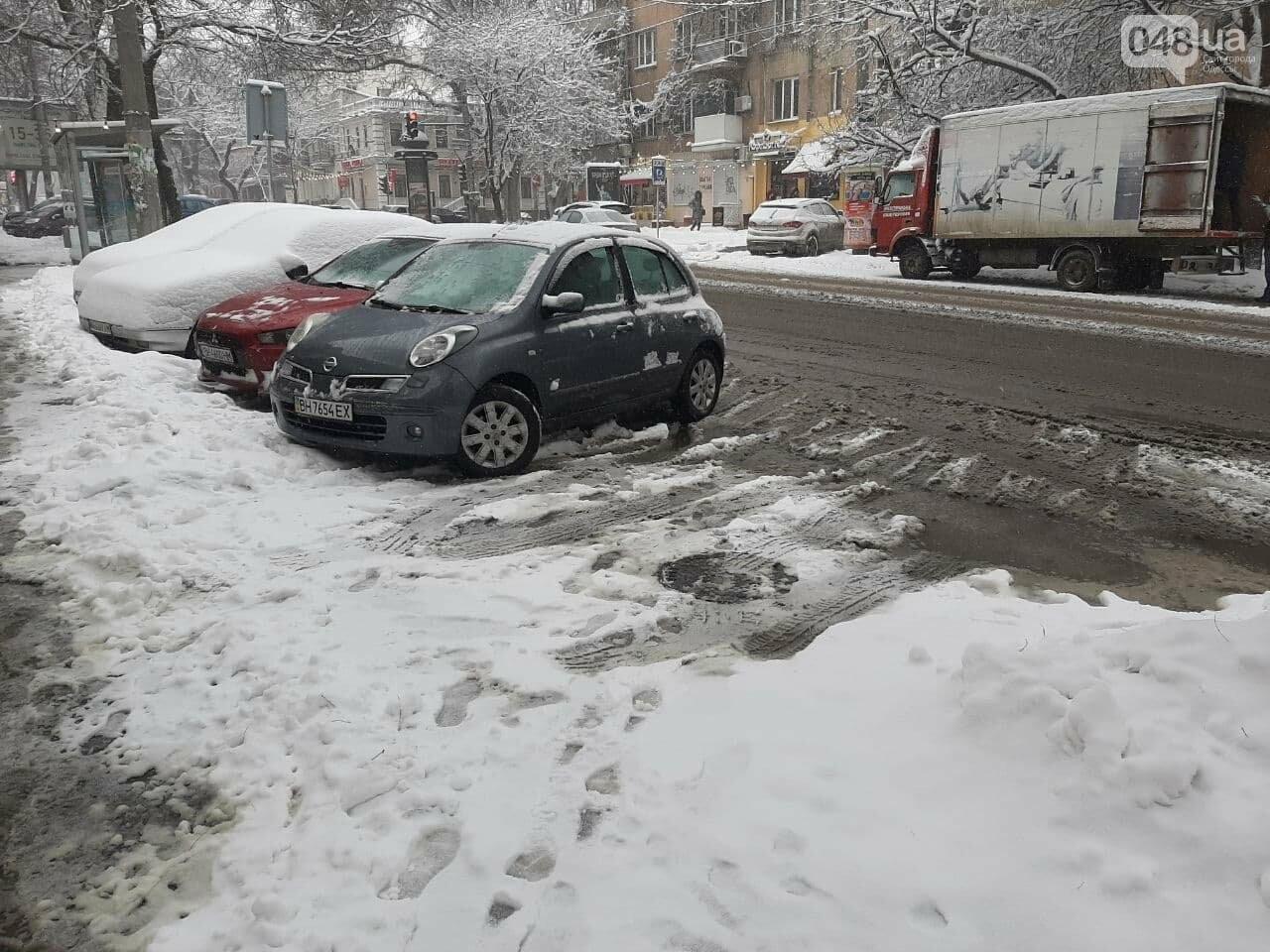 Одессу замело: ситуация на дорогах и тротуарах в городе, - ФОТО, фото-7