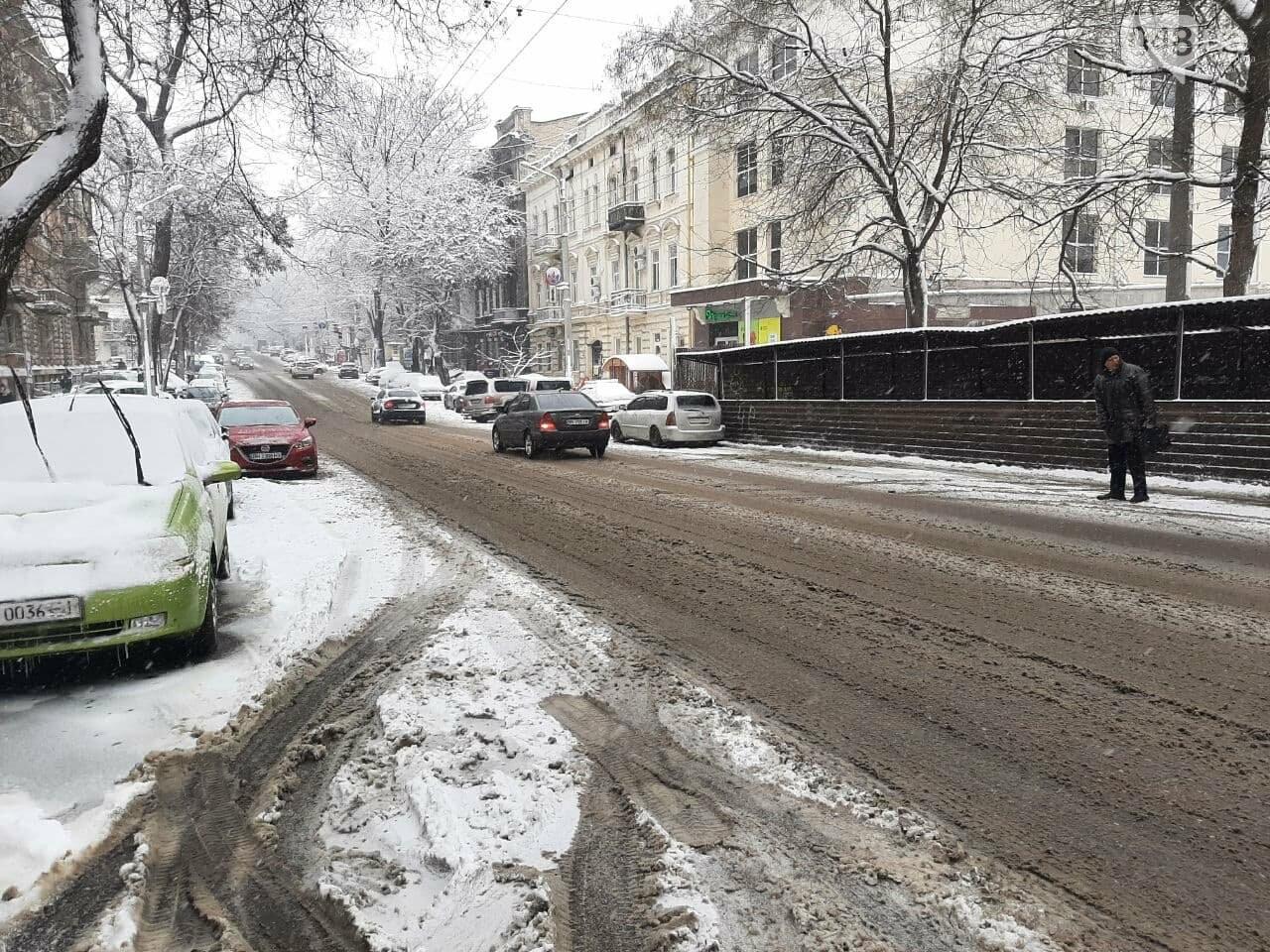 Одессу замело: ситуация на дорогах и тротуарах в городе, - ФОТО, фото-1
