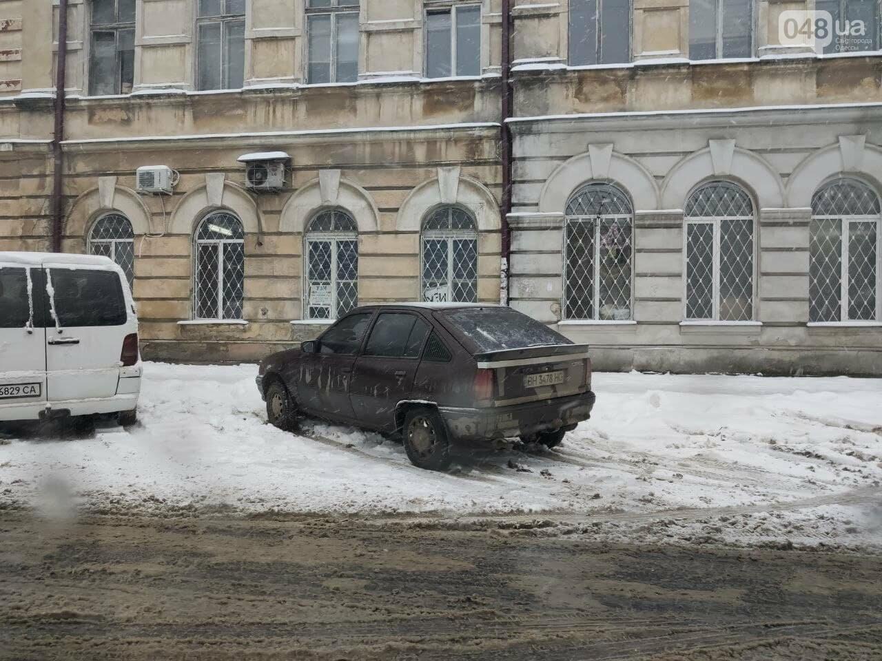 Одессу замело: ситуация на дорогах и тротуарах в городе, - ФОТО, фото-9