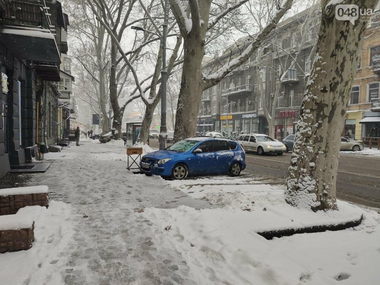 Одессу замело: ситуация на дорогах и тротуарах в городе, - ФОТО, фото-6