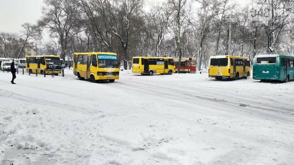 Одессу замело: ситуация на дорогах и тротуарах в городе, - ФОТО, фото-10