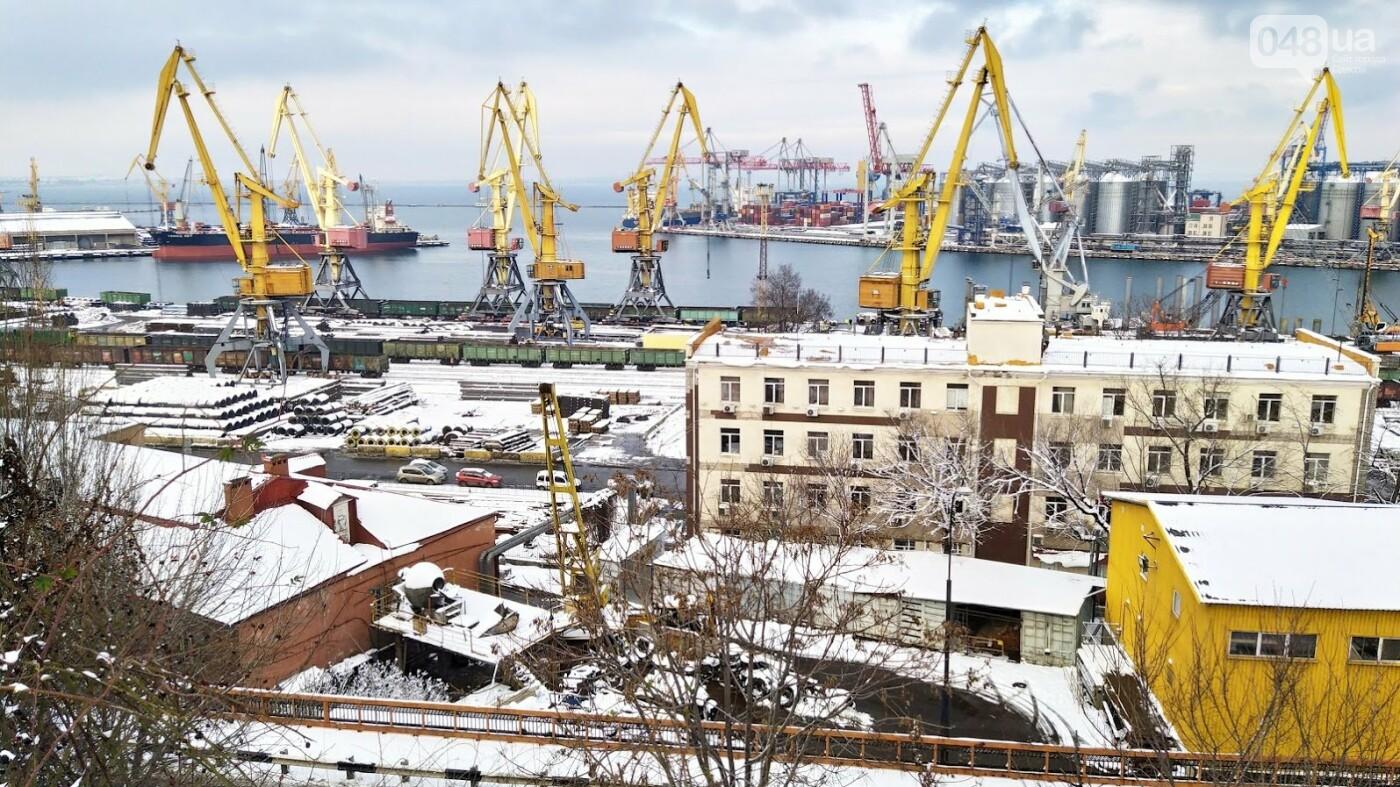 Как во время снегопада работал Одесский порт, - ФОТО, фото-1, ФОТО: Александр Жирносенко