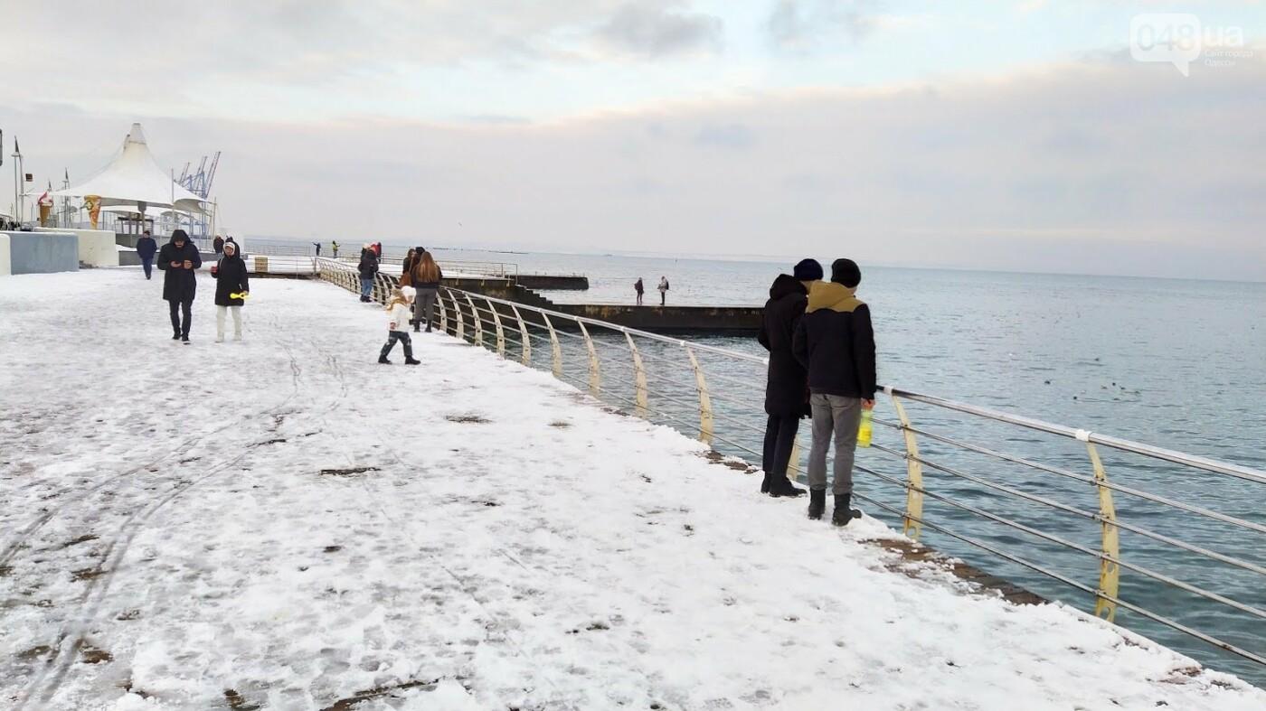 Белые пляжи и зимняя набережная: как одесское побережье замело снегом, - ФОТОРЕПОРТАЖ, фото-6, ФОТО: Александр Жирносенко