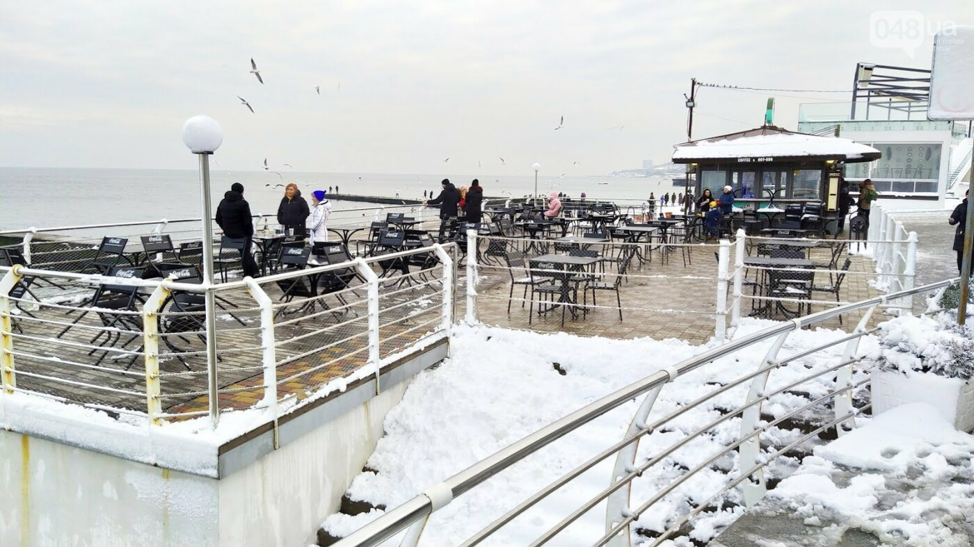 Белые пляжи и зимняя набережная: как одесское побережье замело снегом, - ФОТОРЕПОРТАЖ, фото-8, ФОТО: Александр Жирносенко
