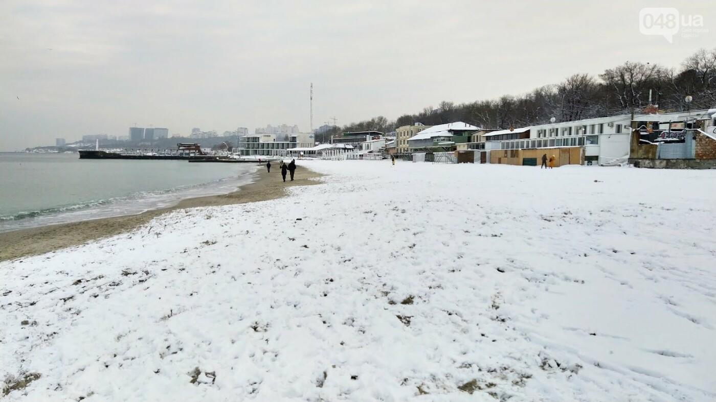 Белые пляжи и зимняя набережная: как одесское побережье замело снегом, - ФОТОРЕПОРТАЖ, фото-12, ФОТО: Александр Жирносенко