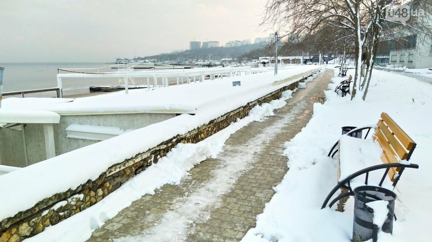 Белые пляжи и зимняя набережная: как одесское побережье замело снегом, - ФОТОРЕПОРТАЖ, фото-25, ФОТО: Александр Жирносенко