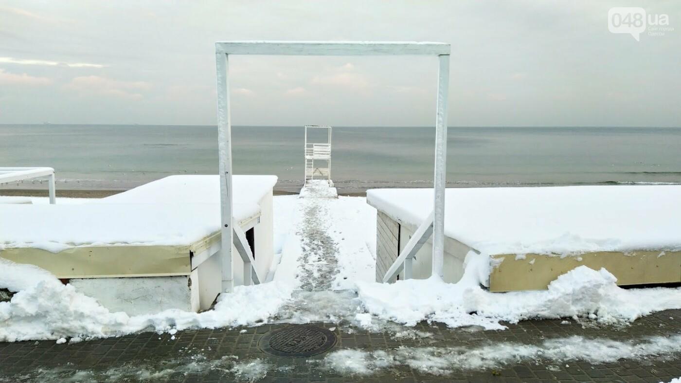 Белые пляжи и зимняя набережная: как одесское побережье замело снегом, - ФОТОРЕПОРТАЖ, фото-26, ФОТО: Александр Жирносенко