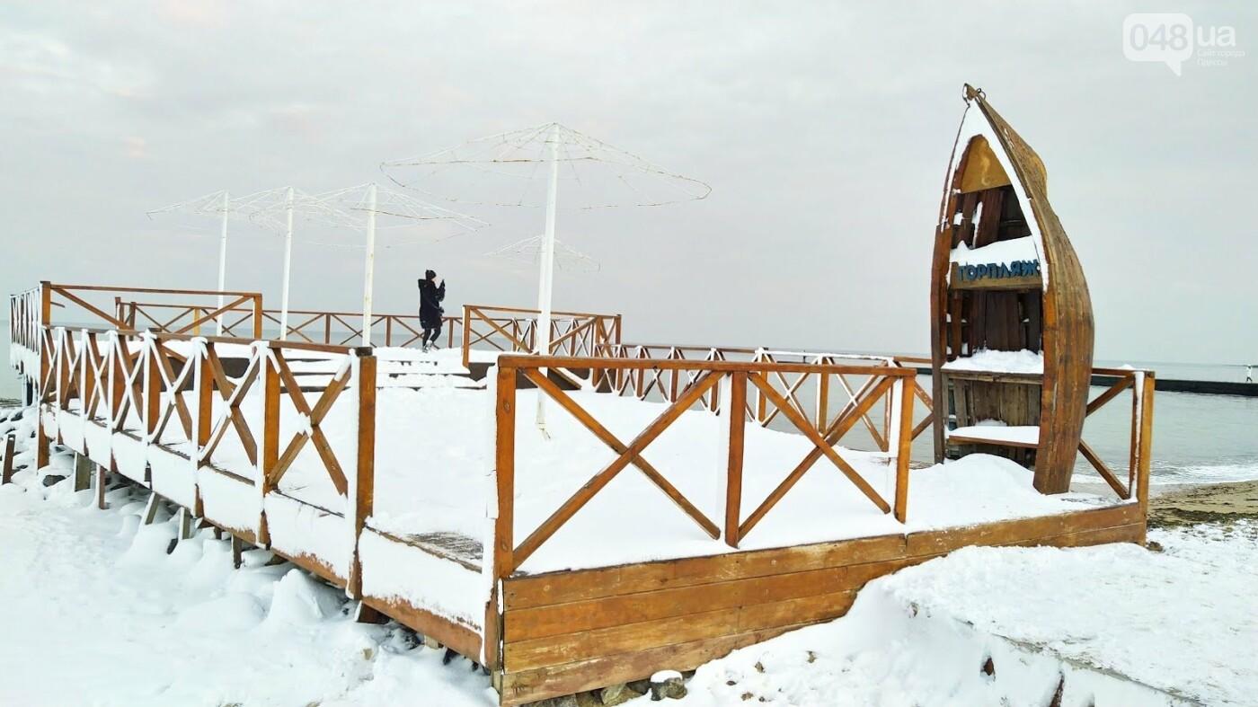 Белые пляжи и зимняя набережная: как одесское побережье замело снегом, - ФОТОРЕПОРТАЖ, фото-28, ФОТО: Александр Жирносенко
