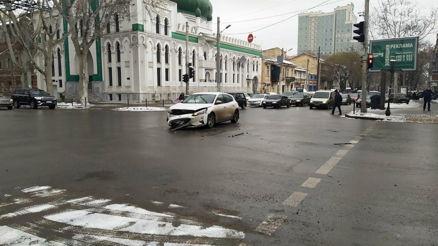 ДТП в центре Одессы: на Ришельевской столкнулись два автомо..., фото-33