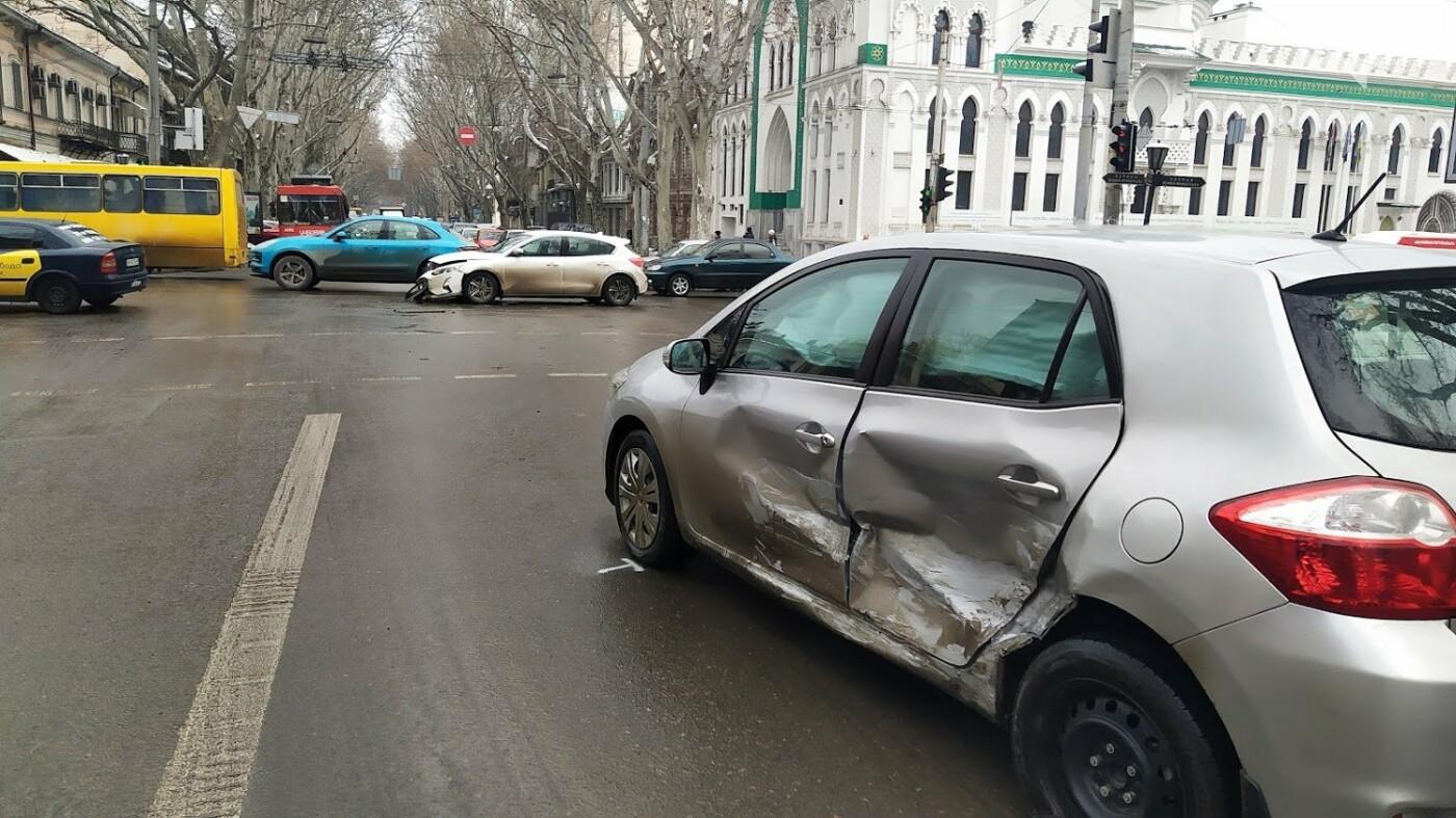 ДТП в центре Одессы: на Ришельевской столкнулись два автомо..., фото-55