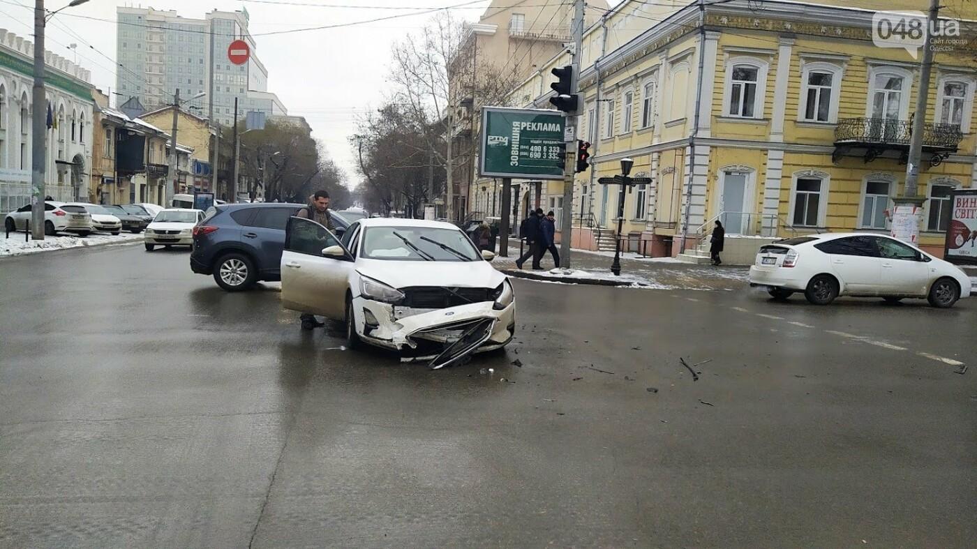ДТП в центре Одессы: на Ришельевской столкнулись два автомо..., фото-77