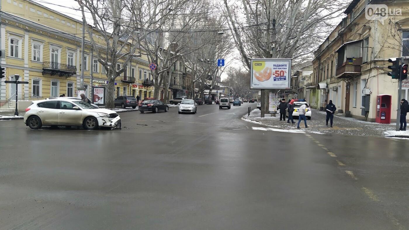ДТП в центре Одессы: на Ришельевской столкнулись два автомо..., фото-88