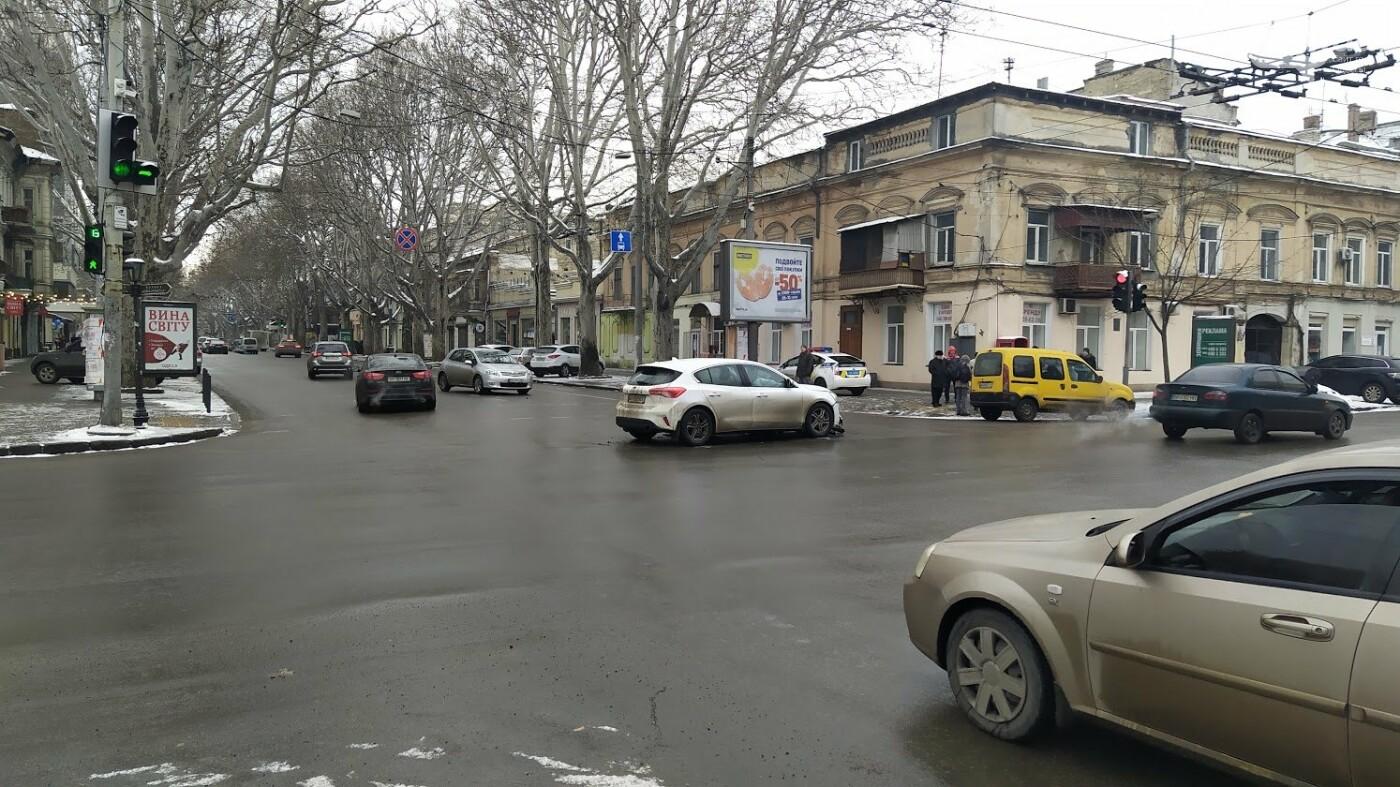 ДТП в центре Одессы: на Ришельевской столкнулись два автом..., фото-1212