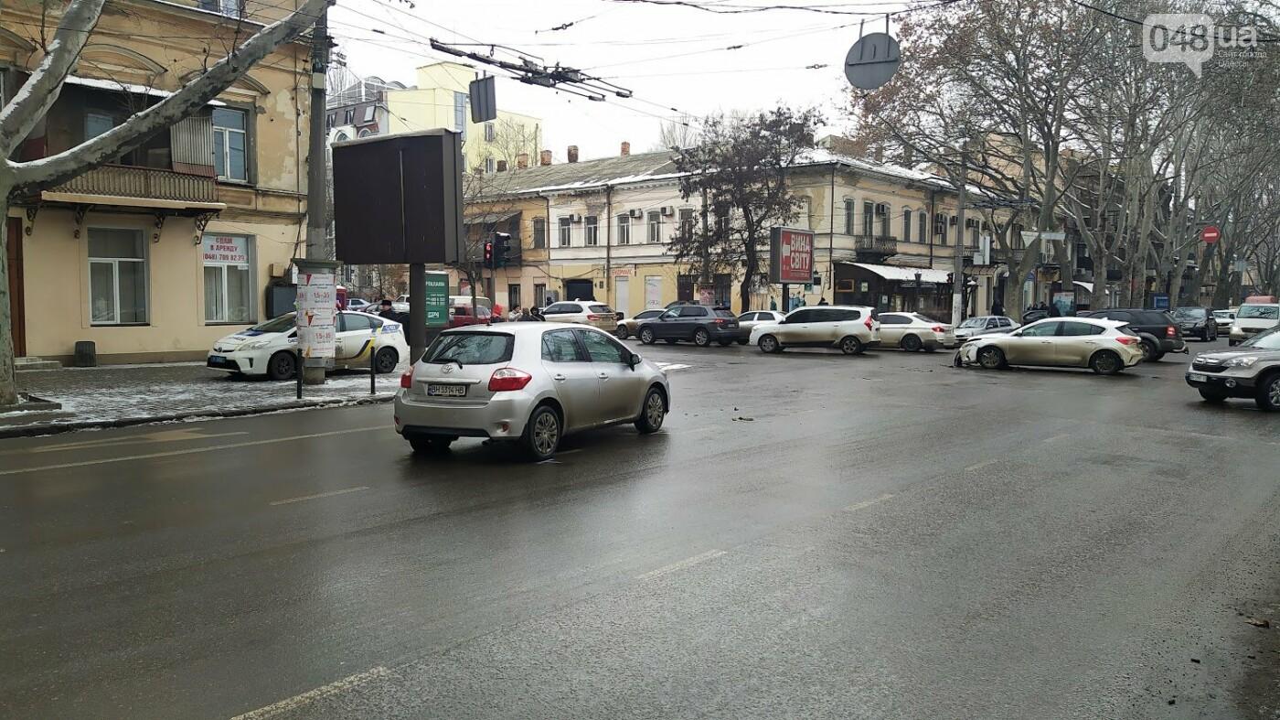ДТП в центре Одессы: на Ришельевской столкнулись два автом..., фото-1313