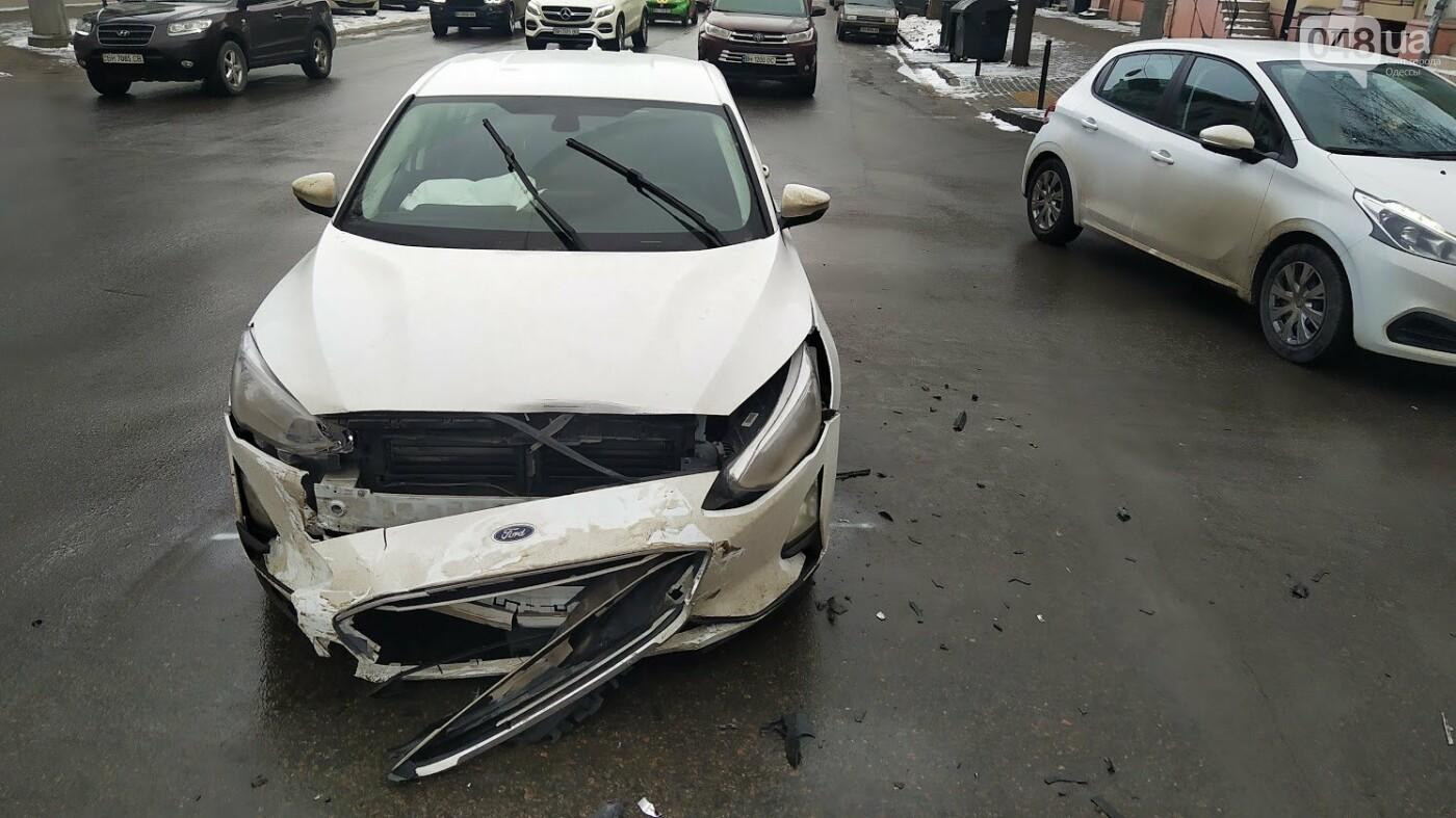 ДТП в центре Одессы: на Ришельевской столкнулись два автомо..., фото-99