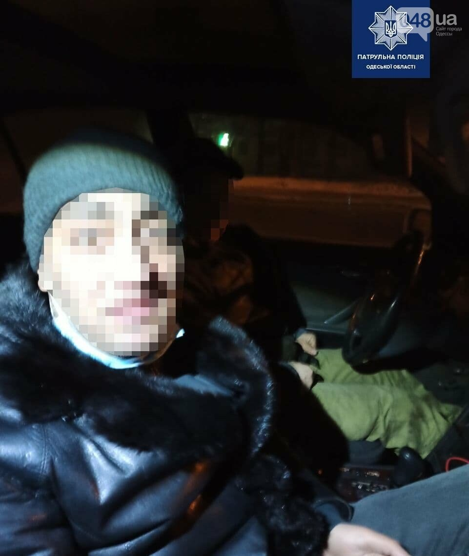 Отобрали телефон у одессита и скрылись на автомобиле Mercedes, - ФОТО, фото-1
