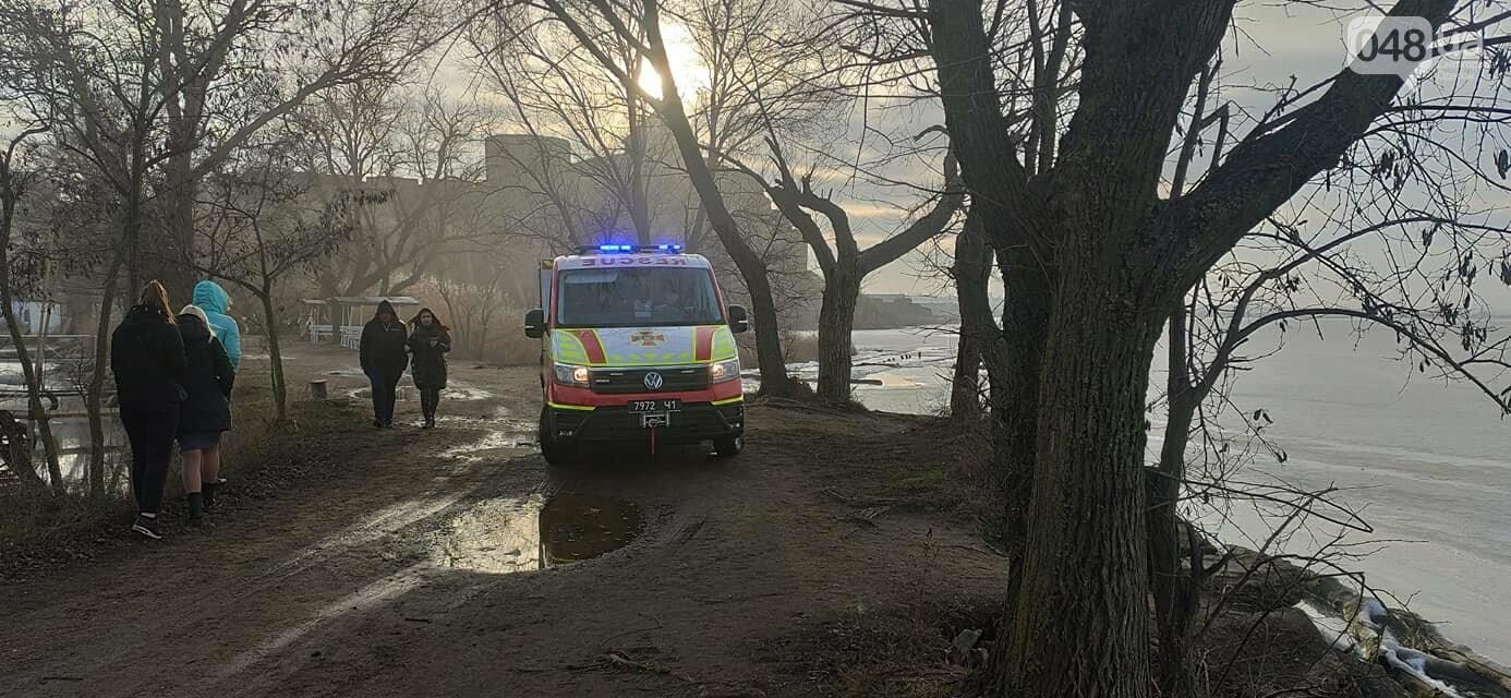 В Одесской области дети решили погулять по тонкому льду, - ФОТО2