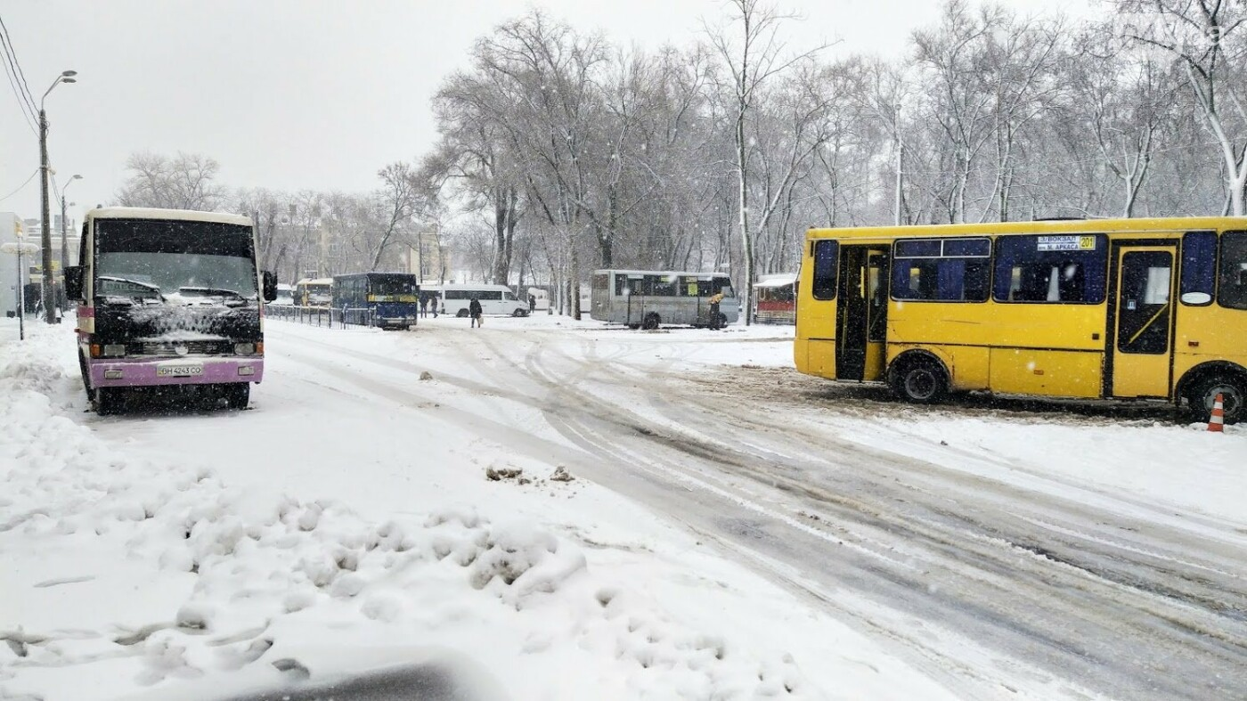 Снегопад в Одессе: как ходит общественный транспорт в городе, - ФОТО, фото-5, ФОТО: Александр Жирносенко