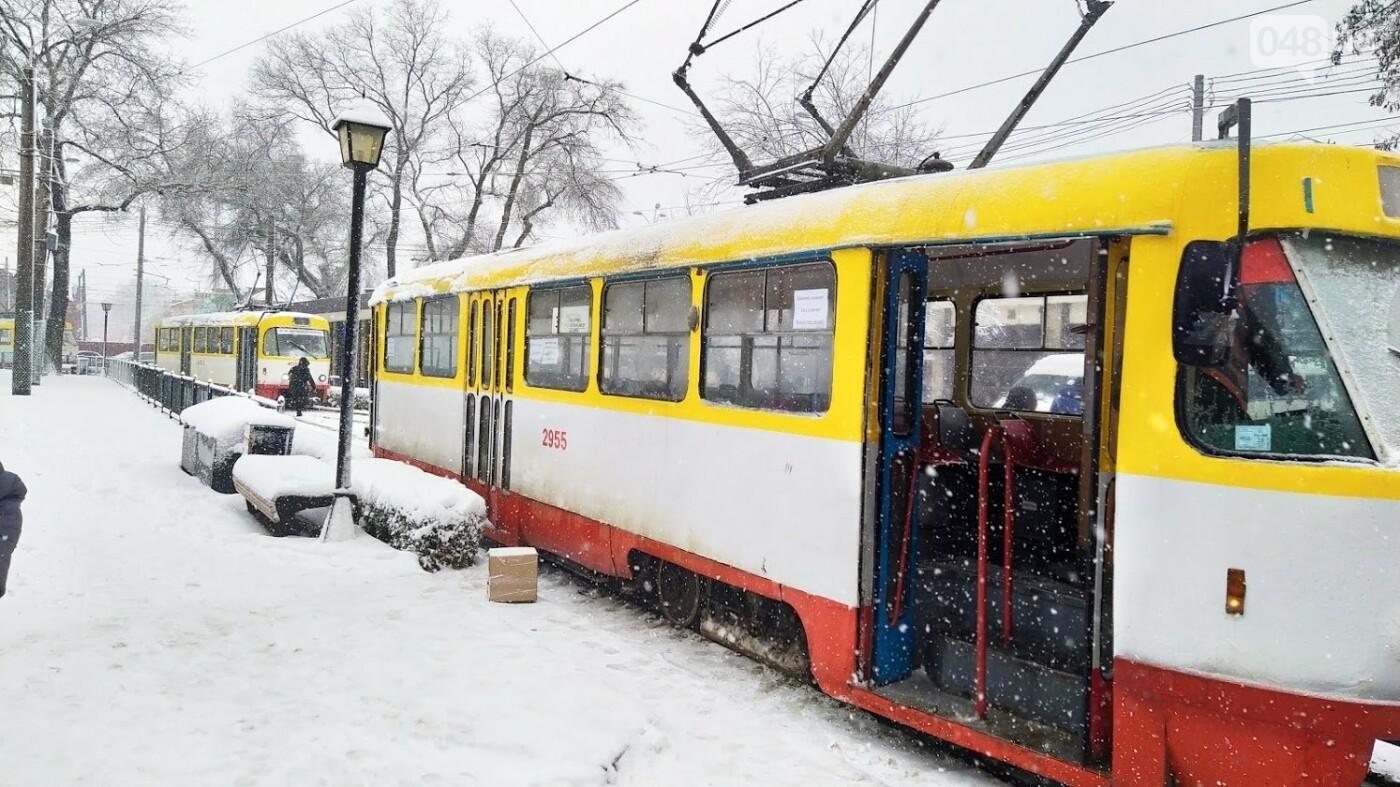 Снегопад в Одессе: как ходит общественный транспорт в городе, - ФОТО, фото-7, ФОТО: Александр Жирносенко