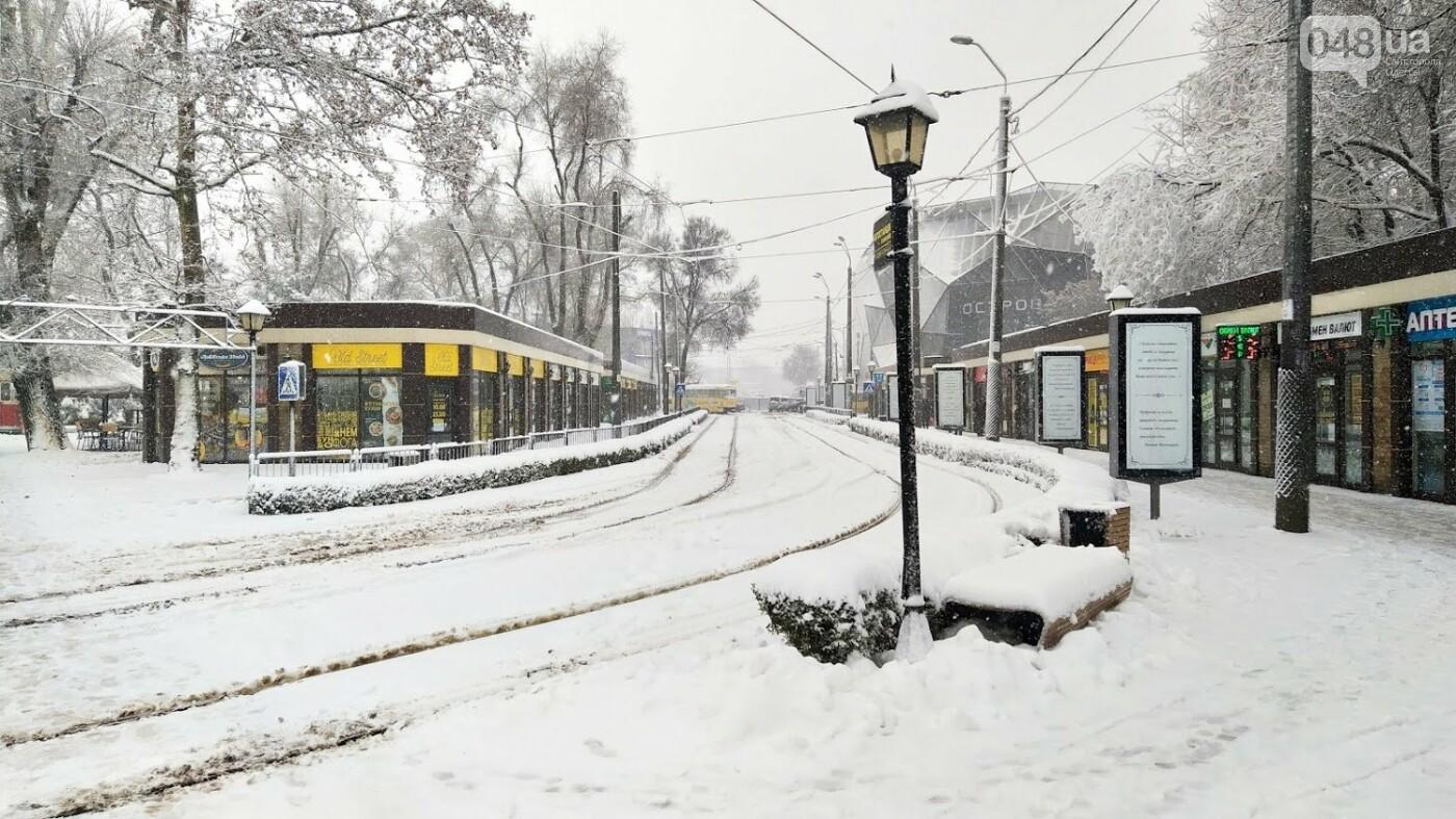 Снегопад в Одессе: как ходит общественный транспорт в городе, - ФОТО, фото-11, ФОТО: Александр Жирносенко