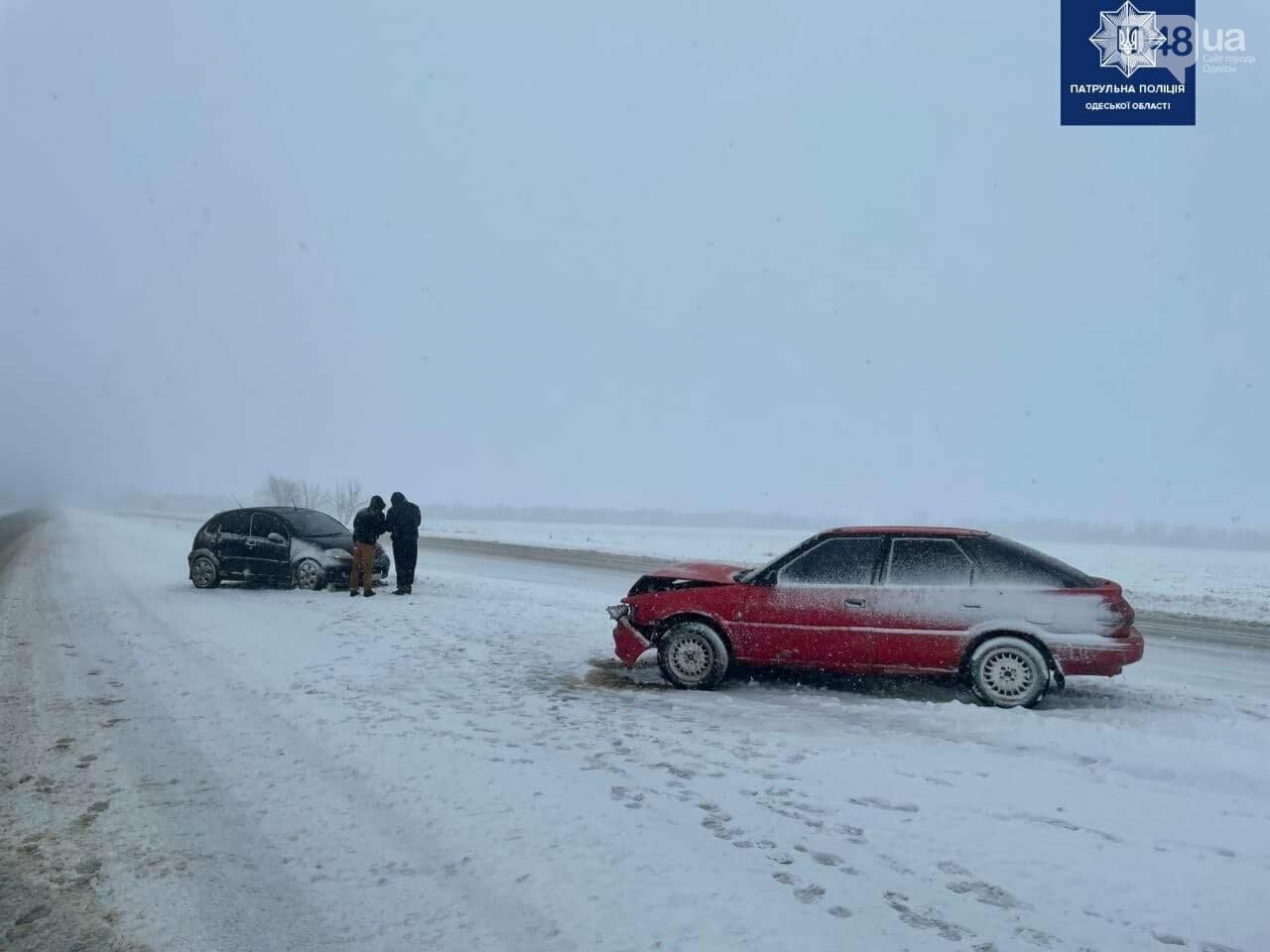 Непогода в Одессе и области: патрульные оказали помощь семье с младенцем, - ФОТО, ВИДЕО, фото-1