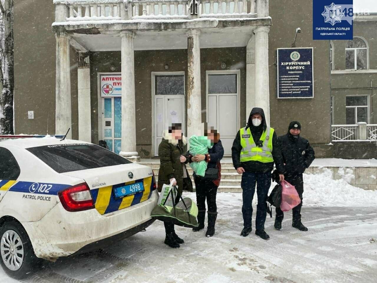 Непогода в Одессе и области: патрульные оказали помощь семье с младенцем, - ФОТО, ВИДЕО, фото-3