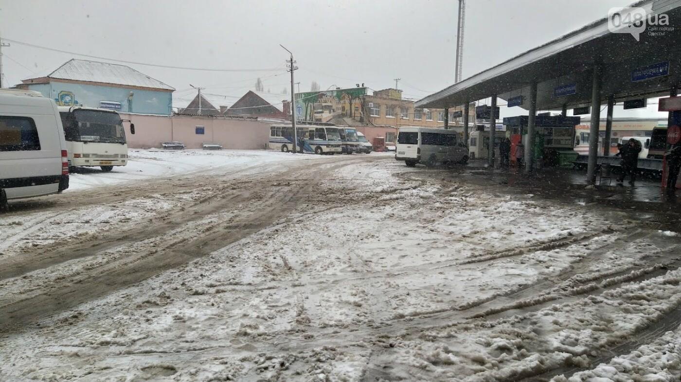 Водители автобусов массово отказываются ехать в Одессу из-за непогоды в области, фото-6, ФОТО: Александр Жирносенко.