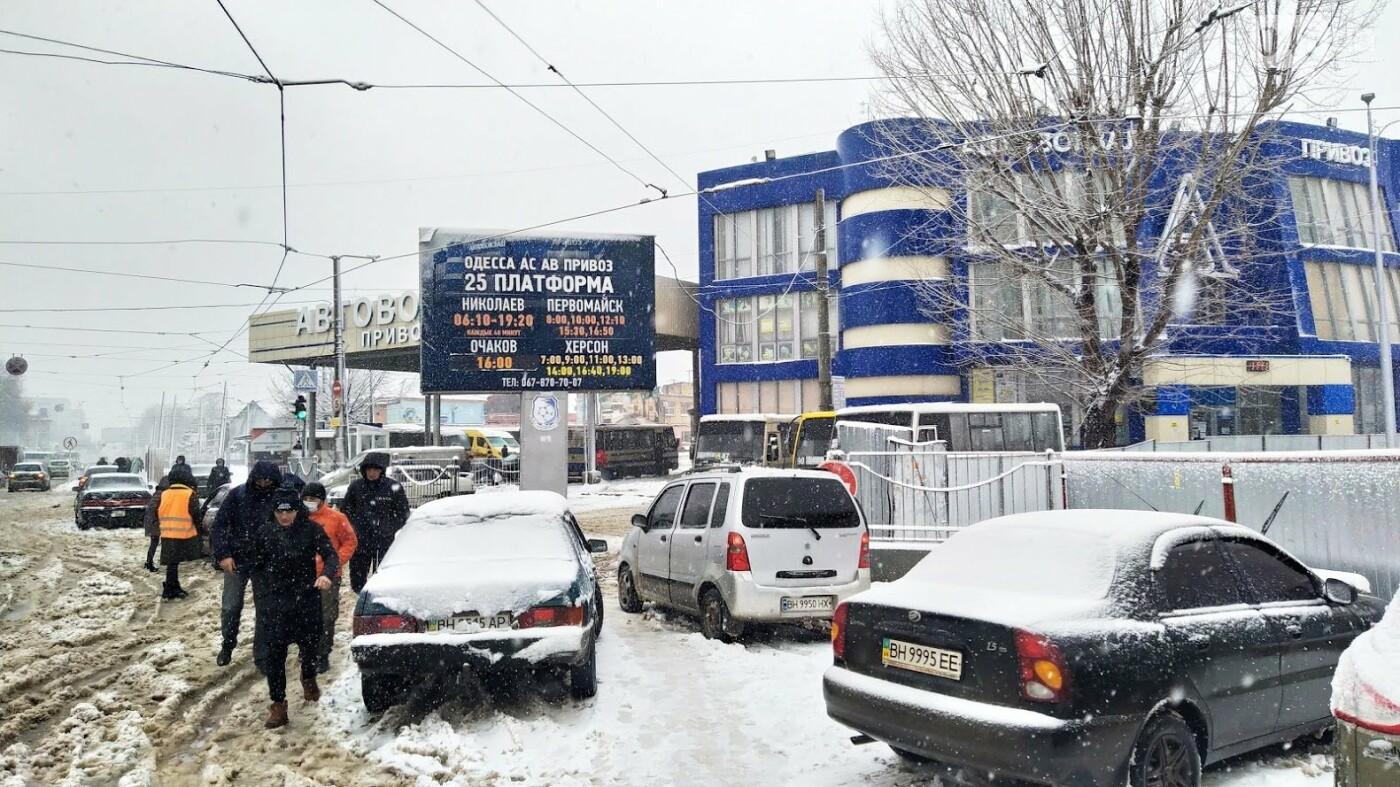 Водители автобусов массово отказываются ехать в Одессу из-за непогоды в области, фото-1, ФОТО: Александр Жирносенко.
