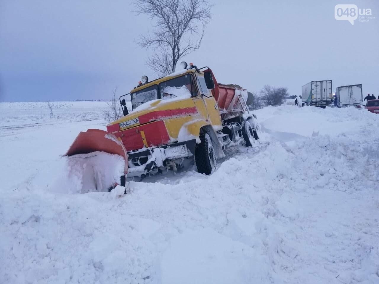 Трасса Одесса-Рени: брошенные автомобили, трактора и сугробы,- ВИДЕО, ФОТО, фото-1