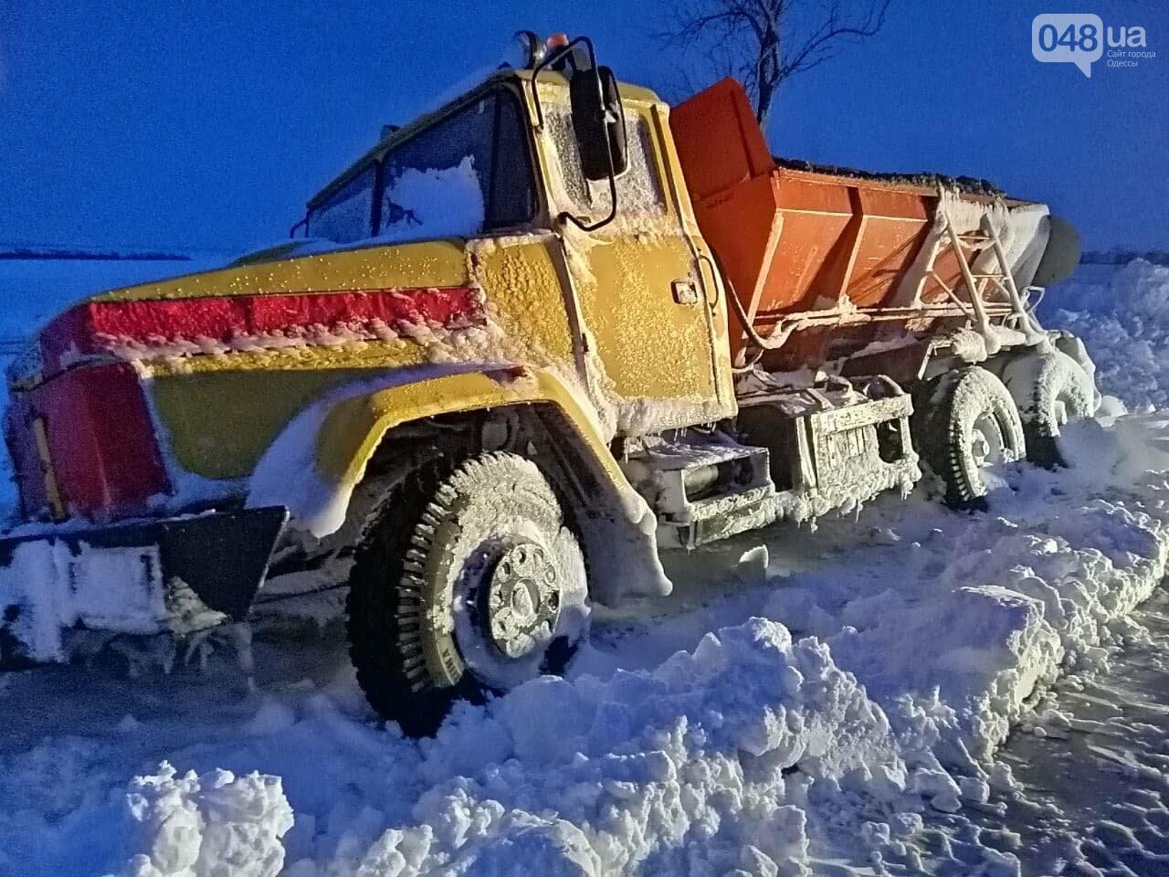 300 грузовых автомобилей застряли в снегу на трассах в Одесской области,- ФОТО, ВИДЕО, фото-4