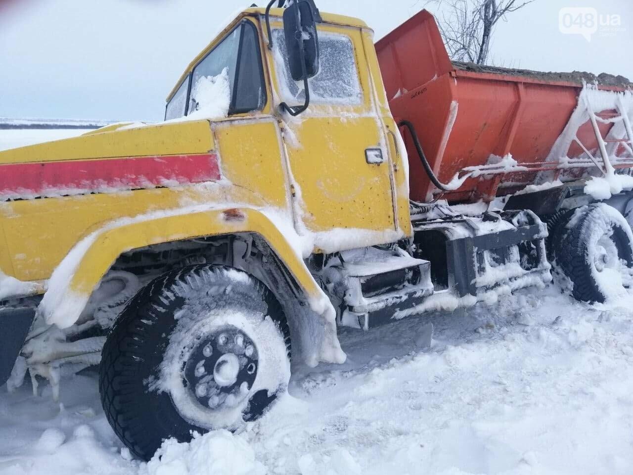 300 грузовых автомобилей застряли в снегу на трассах в Одесской области,- ФОТО, ВИДЕО, фото-3