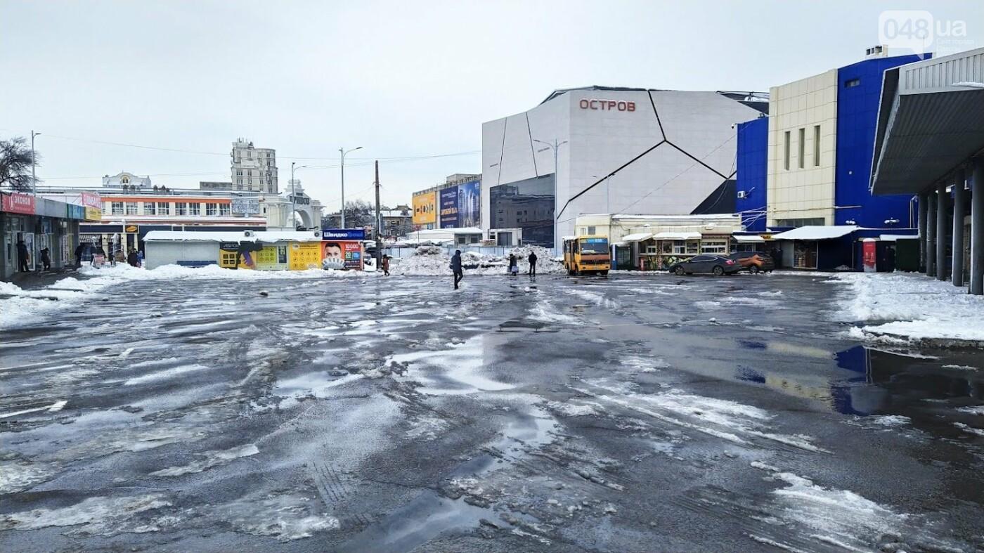 Автовокзал из-за непогоды опустел: какие автобусы ходят в Одесской области, - ФОТО, фото-4, ФОТО: Александр Жирносенко.