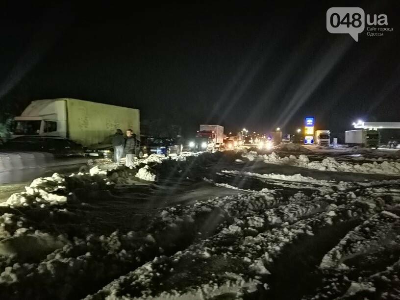 Трассу Одесса-Рени снова перекрыли, на дороге километровые пробки, - ФОТО, ВИДЕО, фото-4