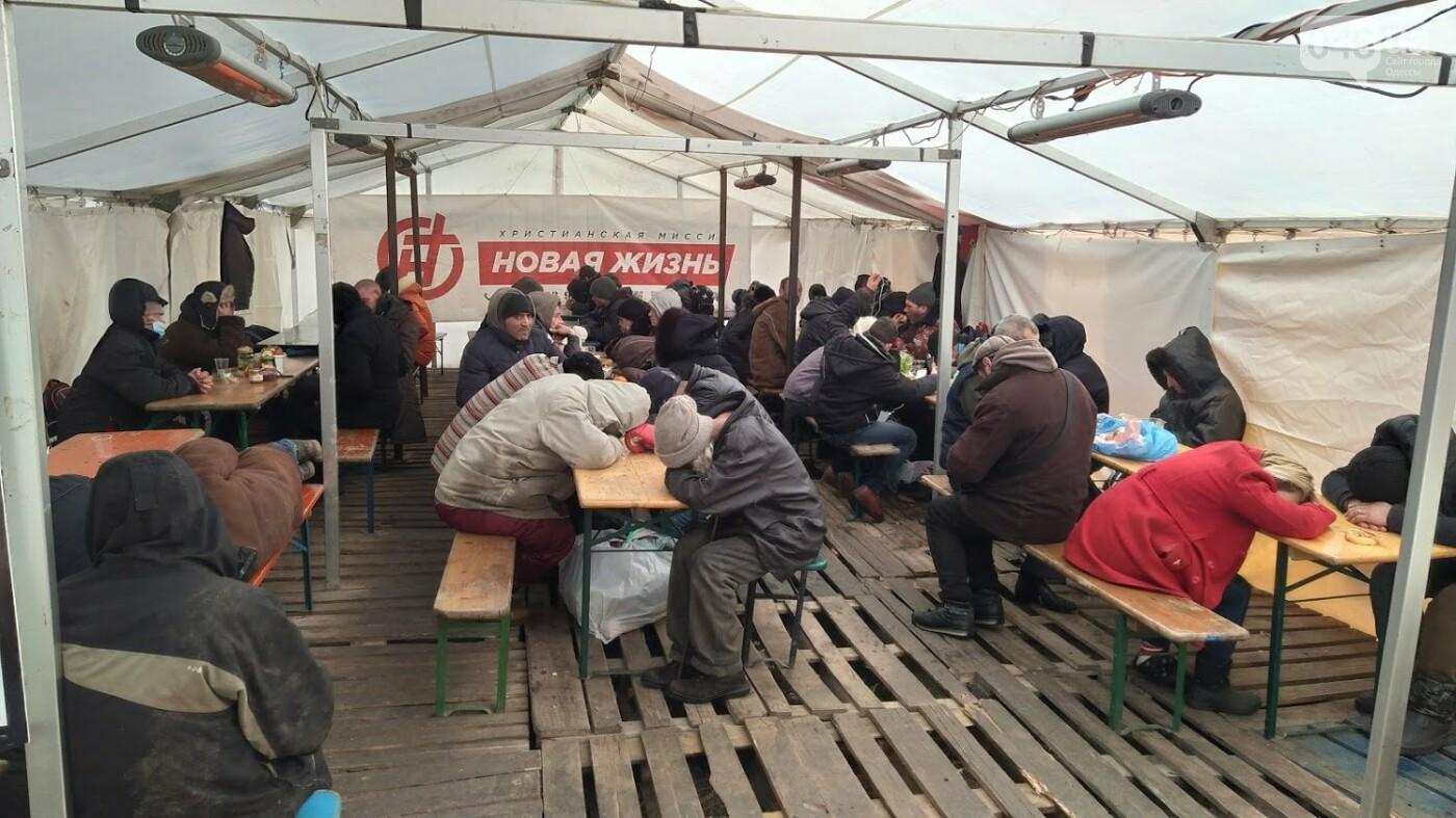 В Одессе подростки с пистолетом напали на пункт обогрева для бездомных: появились подробности, фото-7, ФОТО: Александр Жирносенко