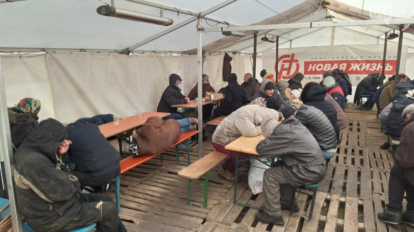 В Одессе подростки с пистолетом напали на пункт обогрева для бездомных: появились подробности, фото-9, ФОТО: Александр Жирносенко