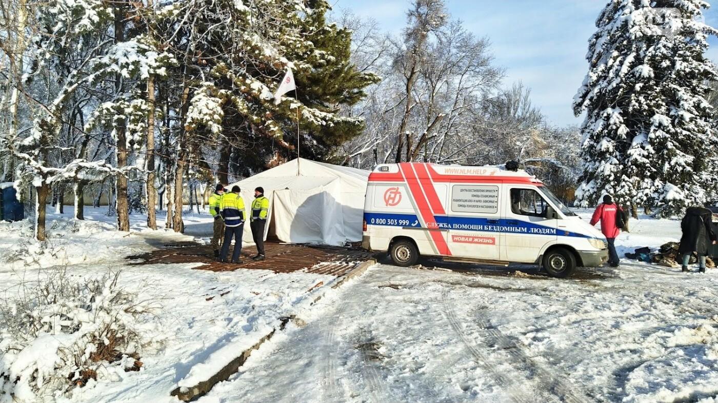 В Одессе подростки с пистолетом напали на пункт обогрева для бездомных: появились подробности, фото-1, ФОТО: Александр Жирносенко