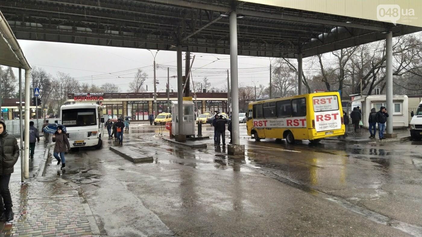 Два района Одесской области шестой день остаются в снежном плену, фото-2, ФОТО: Александр Жирносенко.