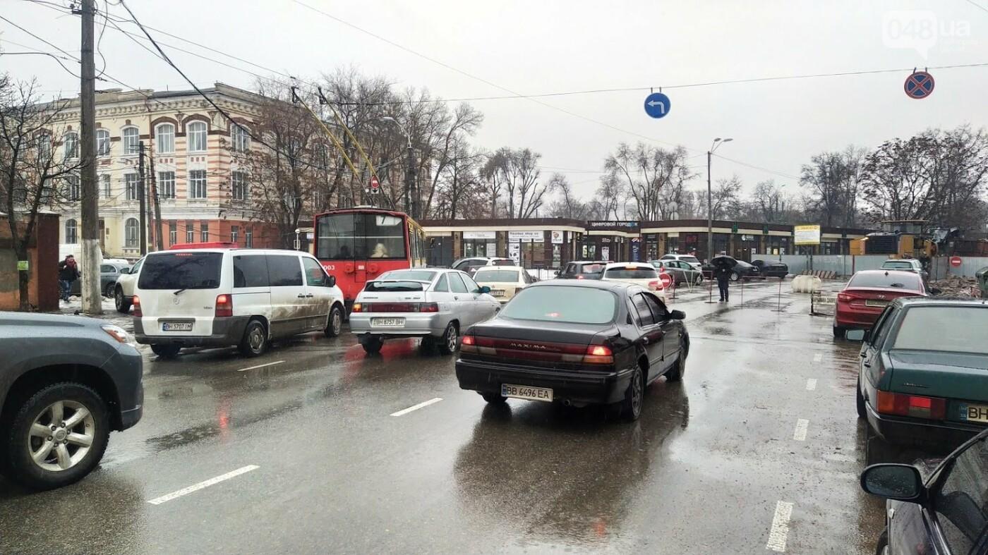 В Одессе закрыли один из самых оживленных участков дороги: ожидаются пробки - ФОТО, фото-19, ФОТО: Александр Жирносенко.
