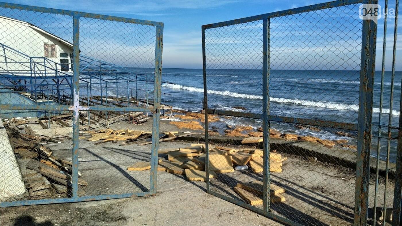 Последствия шторма на одесском побережье: как выглядят пляжи после стихии, - ФОТОРЕПОРТАЖ, фото-11