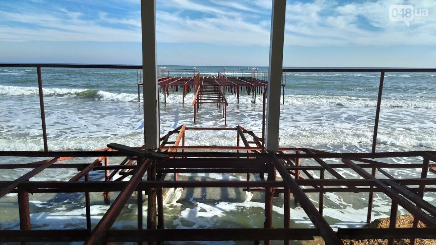 Последствия шторма на одесском побережье: как выглядят пляжи после стихии, - ФОТОРЕПОРТАЖ, фото-15