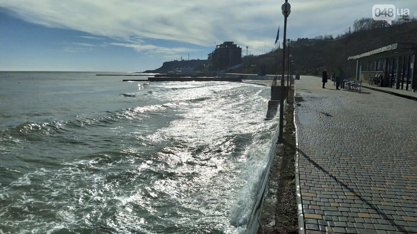 Море наступает: шторм за сутки поглотил один из популярных пляжей в Одессе, - ФОТО , фото-2