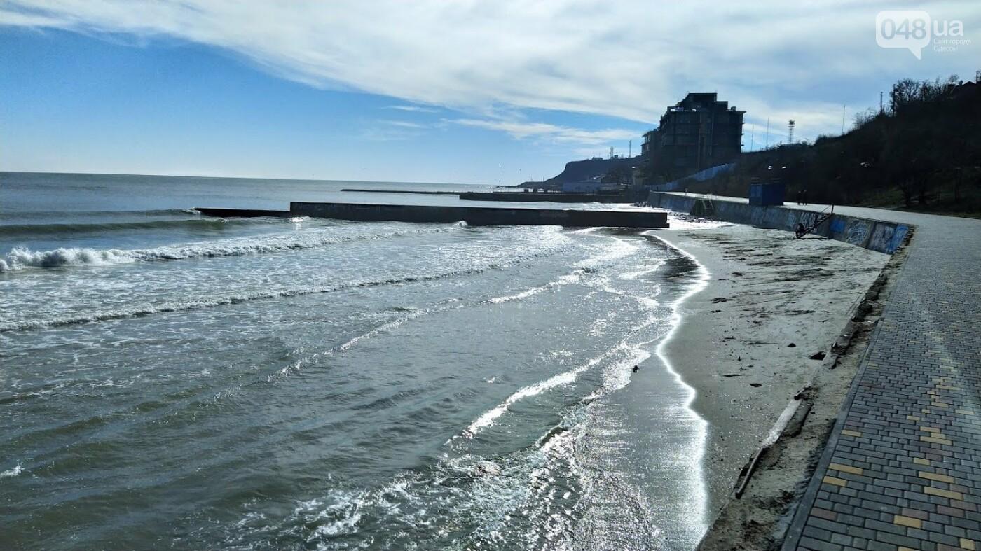 Море наступает: шторм за сутки поглотил один из популярных пляжей в Одессе, - ФОТО , фото-6