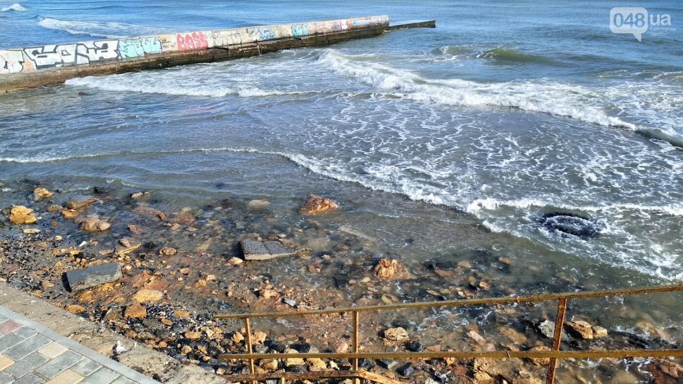 Море наступает: шторм за сутки поглотил один из популярных пляжей в Одессе, - ФОТО , фото-16
