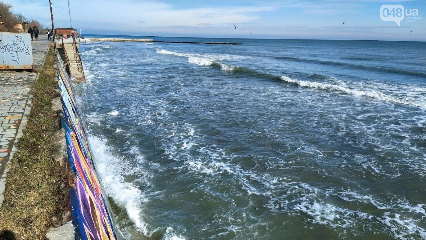 Море наступает: шторм за сутки поглотил один из популярных пляжей в Одессе, - ФОТО , фото-1