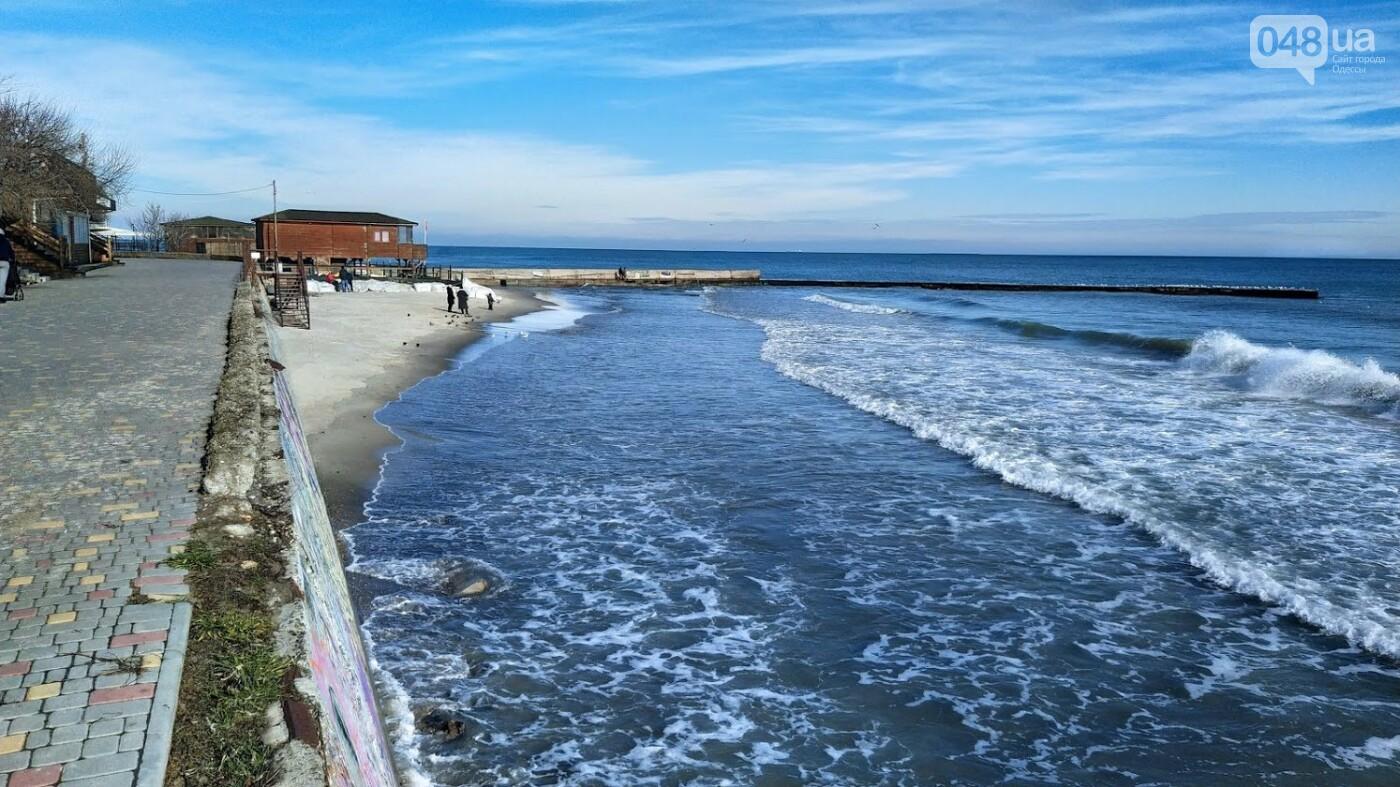 Море наступает: шторм за сутки поглотил один из популярных пляжей в Одессе, - ФОТО , фото-13
