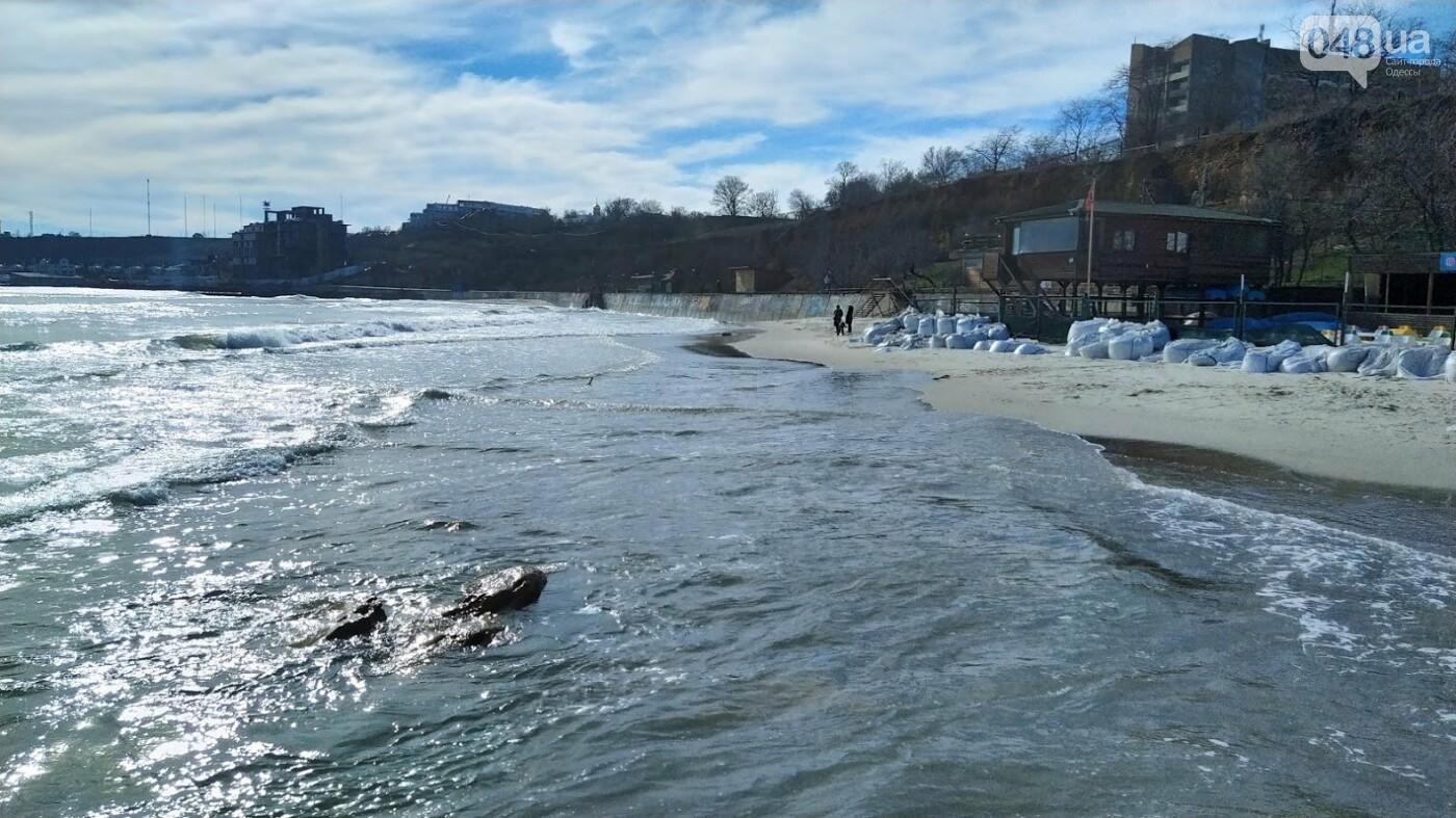 Море наступает: шторм за сутки поглотил один из популярных пляжей в Одессе, - ФОТО , фото-15