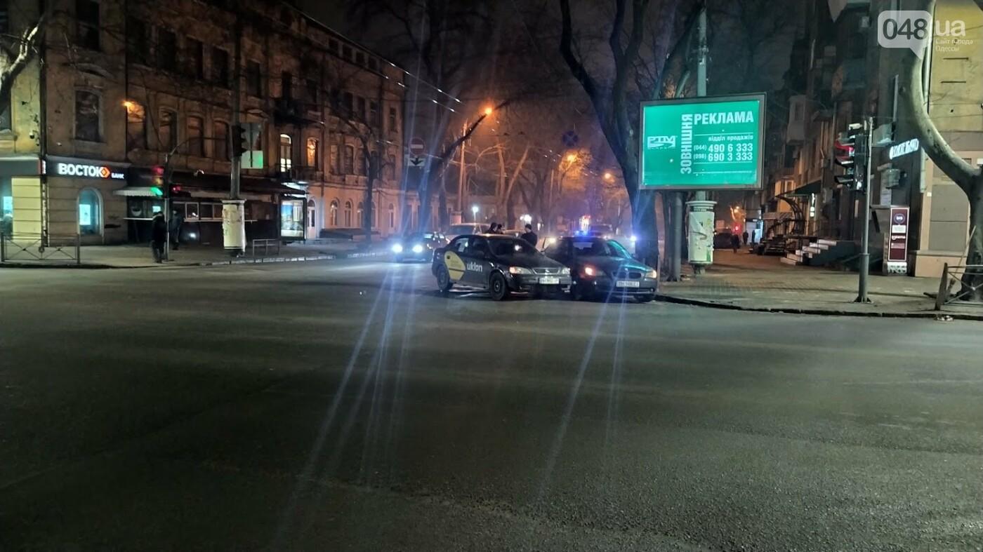 ДТП в Одессе: на Ришельевской столкнулись два автомомбиля, - ФОТО, фото-6, ФОТО: Александр Жирносенко