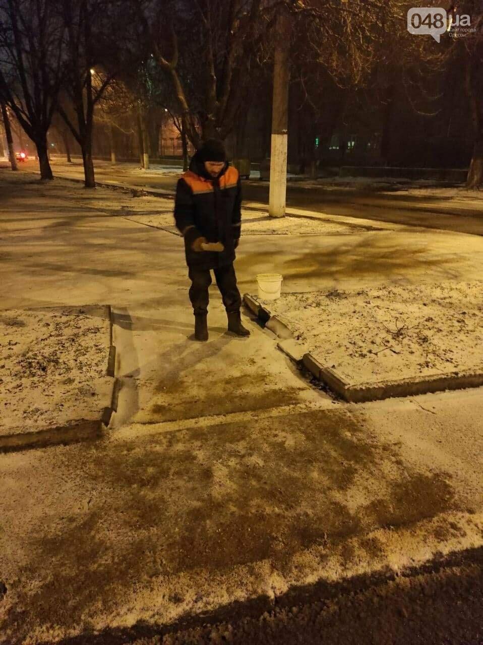 В Одессе около 100 автомобилей всю ночь разгребали снег и посыпали улицы,- ФОТО, ВИДЕО, фото-9