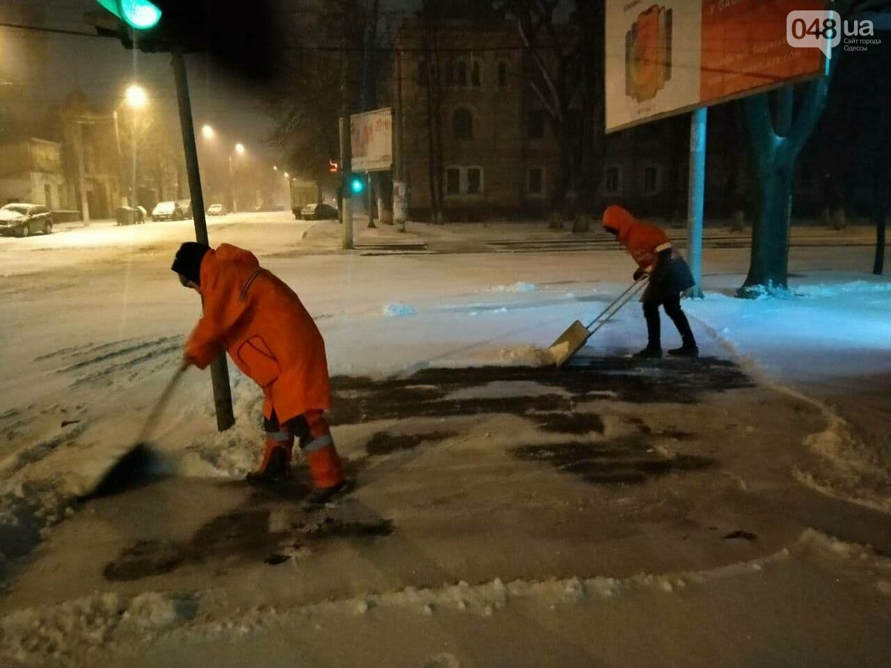 В Одессе около 100 автомобилей всю ночь разгребали снег и посыпали улицы,- ФОТО, ВИДЕО, фото-13