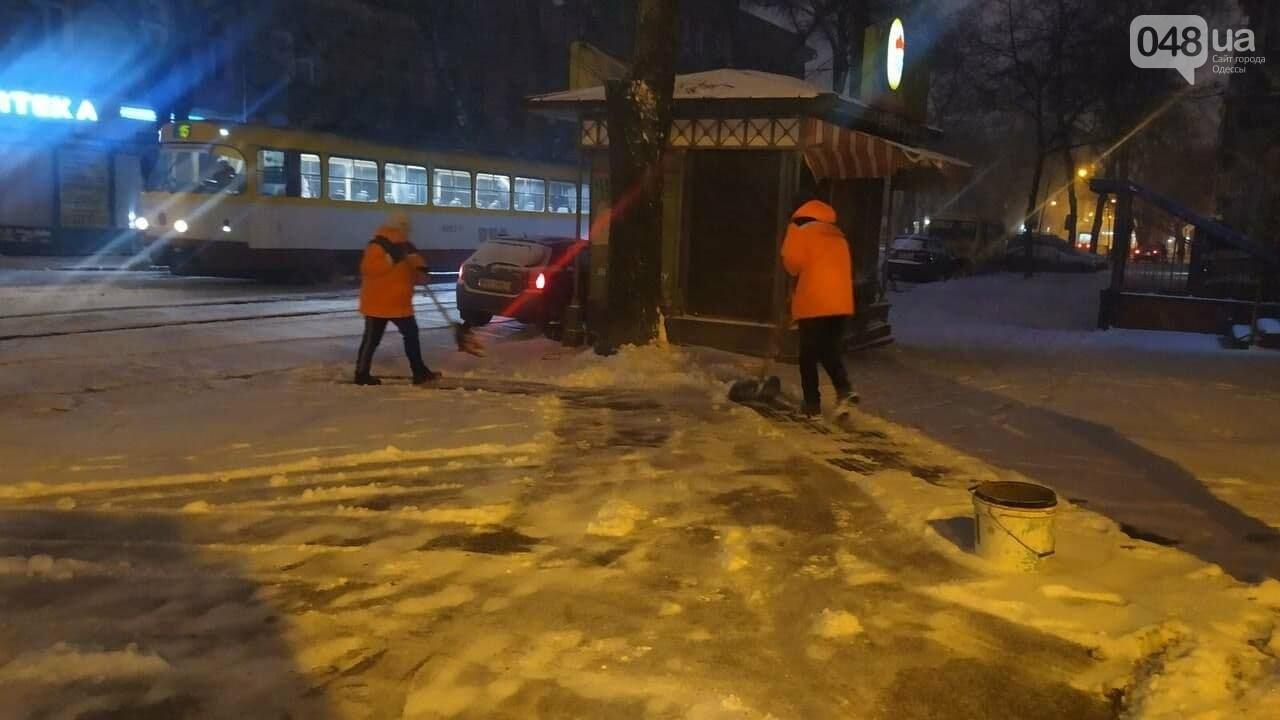 В Одессе около 100 автомобилей всю ночь разгребали снег и посыпали улицы,- ФОТО, ВИДЕО, фото-6